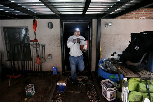 Hurricane Sandy cleanup (AP photo, courtesy of Herald-Mail.com)
